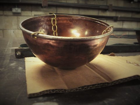 The new replica pan and chain handmade in copper.